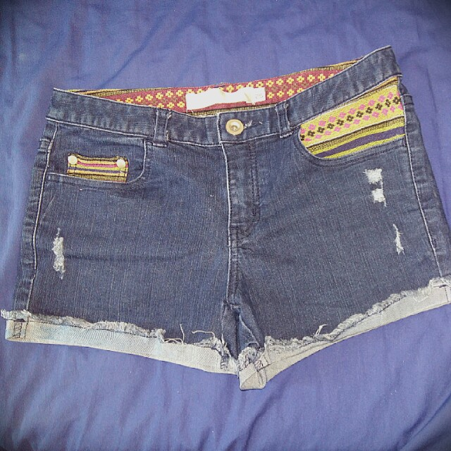 Shorts with ribbed and Tribal details