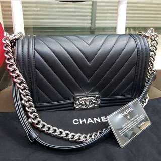 AUTHENTIC CHANEL CHEVRON MEDIUM LAMBSKIN FLAP BAG