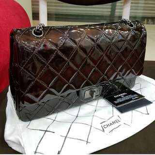 AUTHENTIC CHANEL 2.55 REISSUE FLAP BAG IN PATENT LEATHER