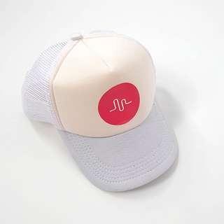 Musically topi putih