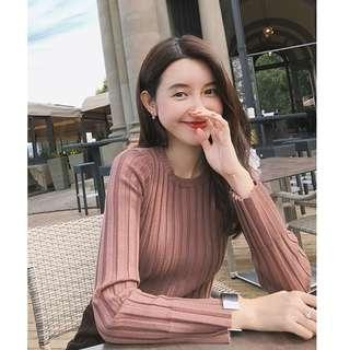【週末女孩】韓系高質感百搭百摺設計圓領顯瘦前短後長 長版針織毛衣 多色可選 CH102