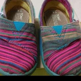 🚚 正版TOMS 女童鞋 休閒鞋 布鞋舒適好穿,國外帶回不撞鞋,輕便穿搭