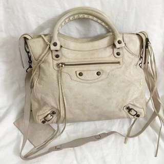Authentic Balenciaga bag, 70%new with dust bag, have little dirt in corner can clean, size 32*25*10cm