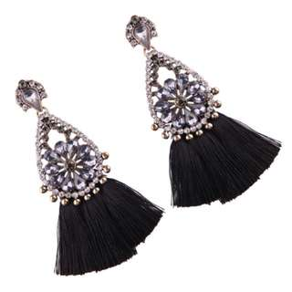 Anting tusuk tassel zara