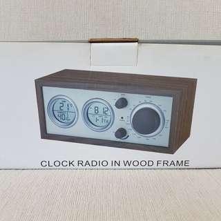 Clock Radio in Wood