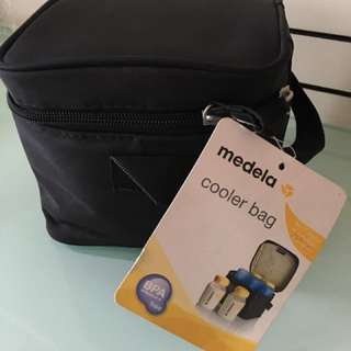 Medela cooler bag with 4 breastmilk set