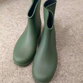 Olive ankle rain boots size 9
