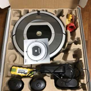 Great condition iRobot Roomba 780 in box full set