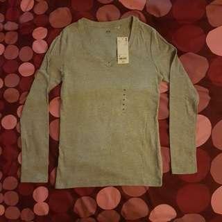 Uniqlo Women Supima V Neck Long Sleeves t-shirt
