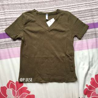 bnwt v neck ribbed top