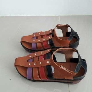 Sepatu sandal kickers replika baru