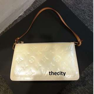 AUTHENTIC LOUIS VUITTON POCHETTE IN VERNIS PATENT LEATHER