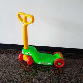 Scooter plastik untuk anak kecil