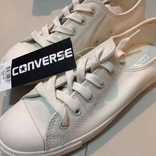 Converse Dainty Ox all white size 6
