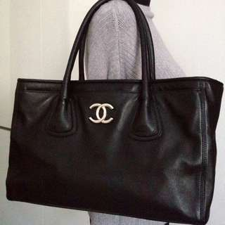 "100% CLASSIC CHANEL Black Calf Leather Big Silver CC 14"" Cerf Tote Bag"