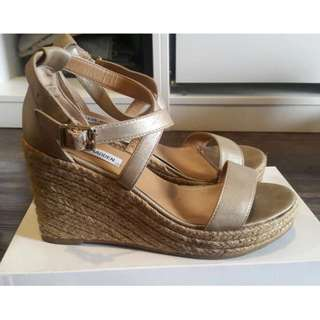 steve madden gold wedges 40
