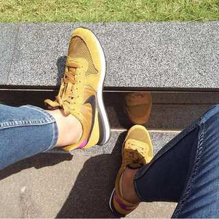 NIKE Internationalist Yellow Pink