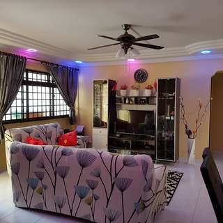 COMMON ROOM FOR RENTAL-Newly Renovated 4R flat -Near to Tampines central  & Direct Bus to AIRPORT