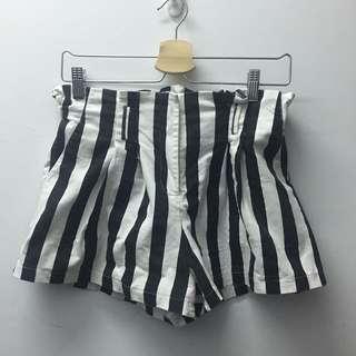 黑白條紋花苞短褲