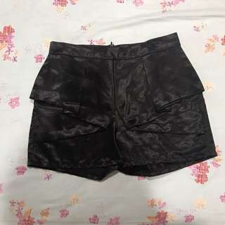 Short-skirt black