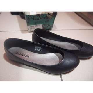 Payless Black flat shoes