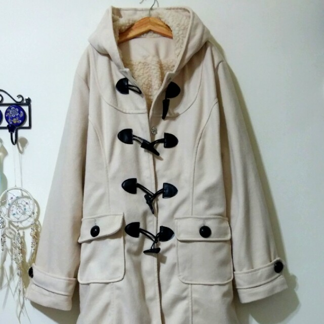 珍珠白學院風大衣