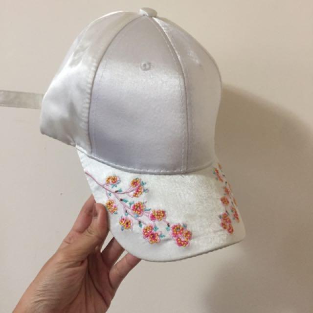 刺繡緞面帽