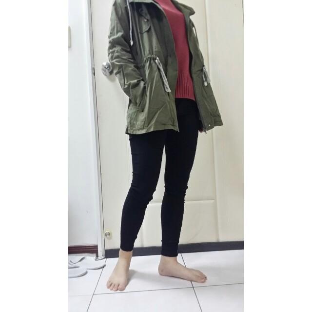 軍綠色風衣外套
