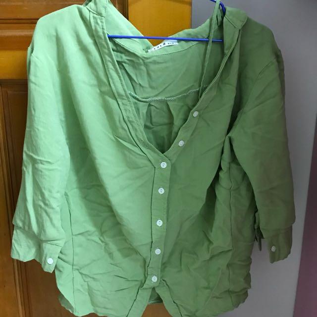 綠色細肩襯衫