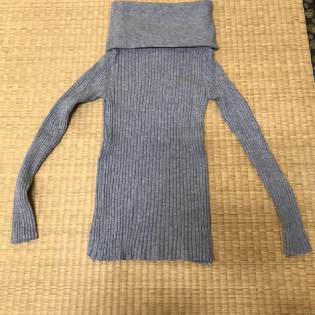 全新   灰色多穿法貼身毛衣  可拉平口或不規則高領