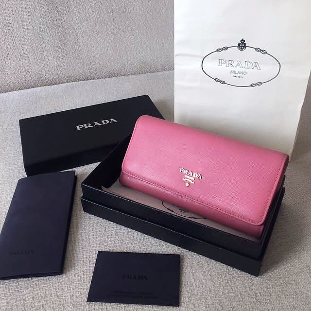 AUTHENTIC PRADA Saffiano Long Wallet 💕Full set with receipt 💕
