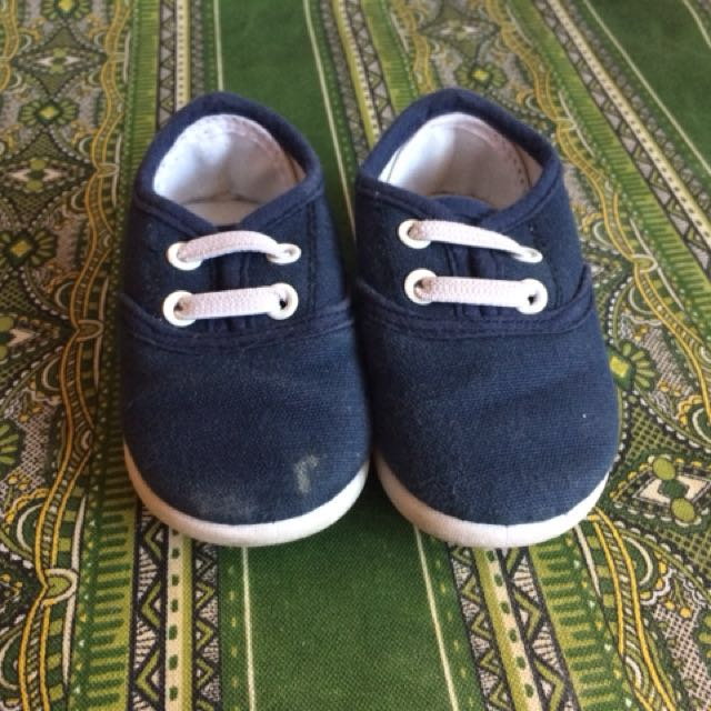 Baby Shoes sz 19