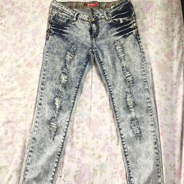 Brand new‼️ Lightwashed ripped jeans