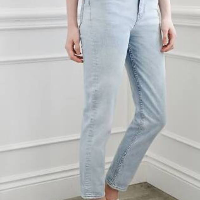 6808af6f66 Forever 21 Light Blue Mom Jeans, Women's Fashion, Clothes on Carousell