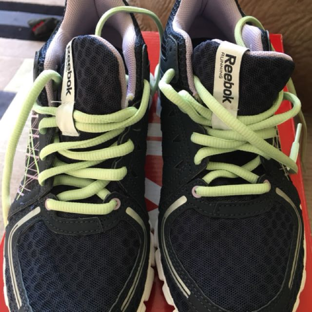 NEW reebok women's runners, sz 6.5