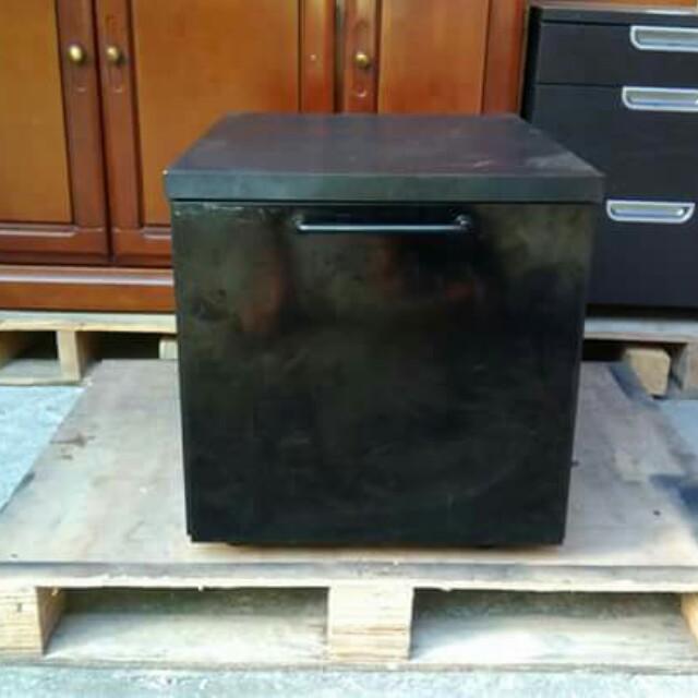 Sony Black Pedestal Cabinet ⛩️🦌🎅☃️🎄