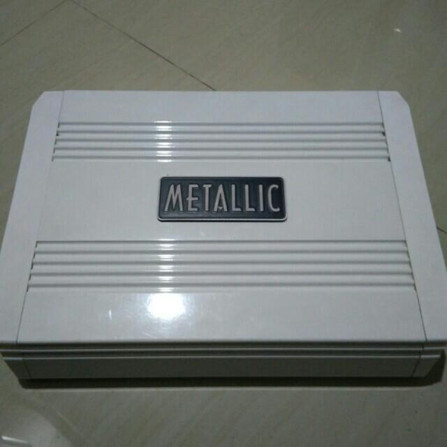 Subwoofer amplifier mobil