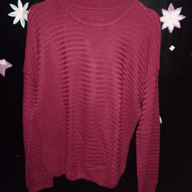Sweater maroon wanita
