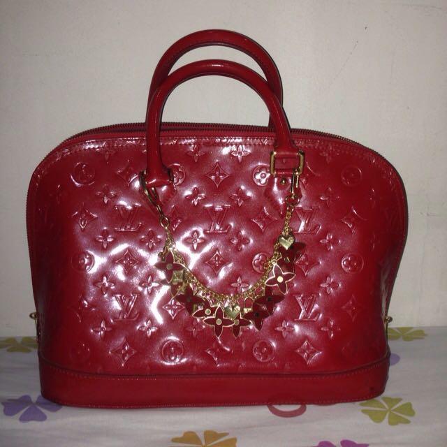 Tas Louis Vuitton Merah