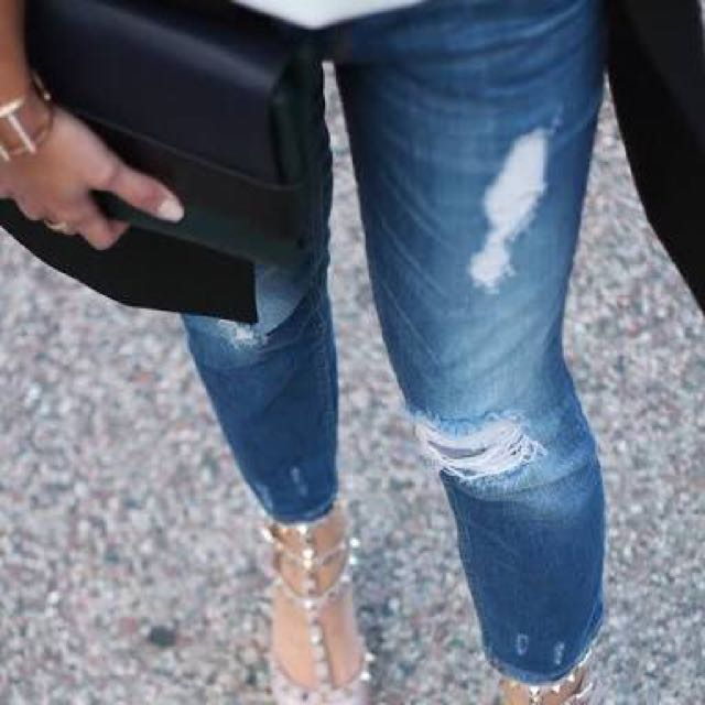Zara Medium Rise Relaxed Fit Ripped Jeans
