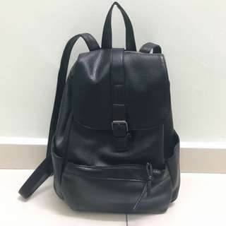 Black bagpack (with anti theft pocket)