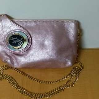 Vivienne Westwood粉紅色配金鏈斜揹袋