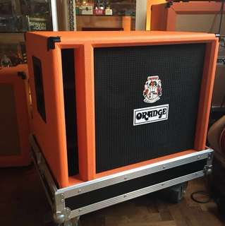 Orange OBC210 bass cabinet w flight case