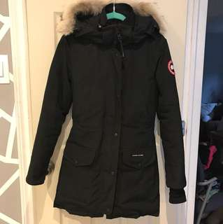 lightly used canada goose trillium parka. i only used it for 1 winter. price is nogotiable