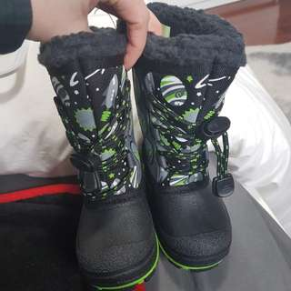 Boys toddler winter boots size 6