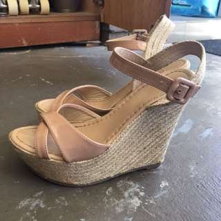Size 8 NOVO wedges