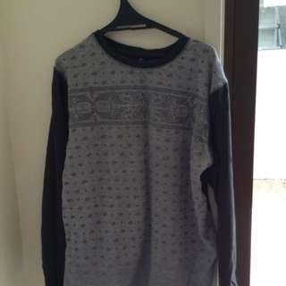 Patterned sweat shirt
