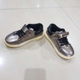 Sepatu anak unisex silver