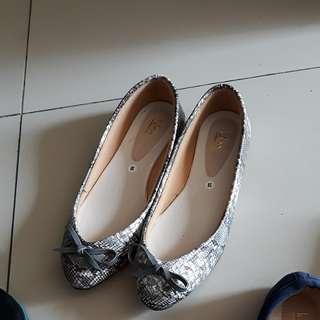 Handmade Flatshoes snake pattern abu-abu