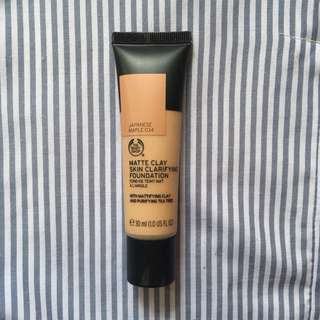 The Body Shop - Matte Clay Skin Clarifying Foundation